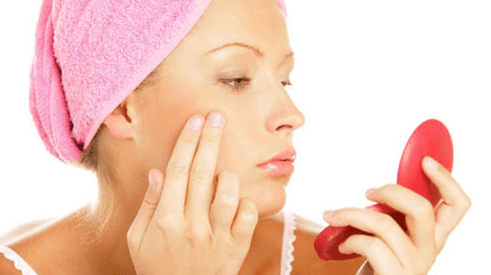 How to Keep Your Skin Moisturized and Acne-Free Without Expensive Products